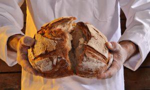 Brot fällt in der Mitte ein