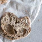 Wieso entsteht häufig ein Loch im Brot beim Backen?